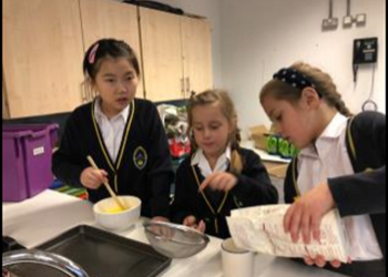 Creative Friday - Fantastic creative cookery session baking chocolate chip cookies.